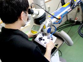職人の手による精緻な溶接作業